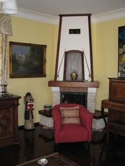 Куплю  антикварную мебель,  настенные,  напольные часы,  граммофон,  кресло..